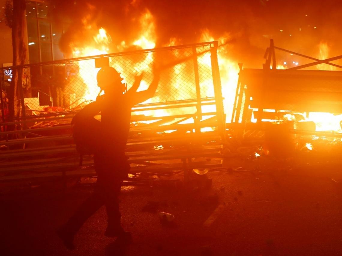 831反送中流血衝突 港警衝入列車無差別攻擊、阻救護員及時救人