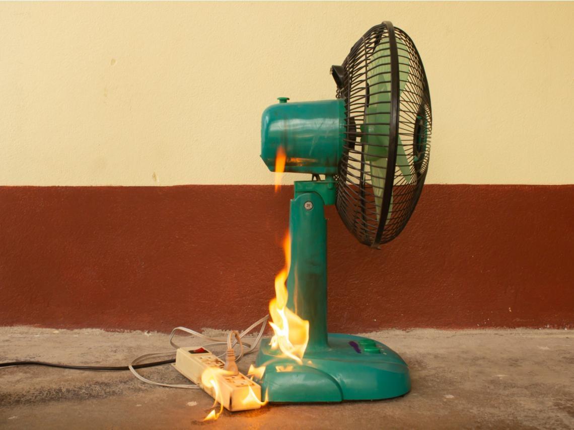 影片》電風扇喀喀轉不動...40秒起火爆炸!消防員:這5種居家電器,最容易引起火災