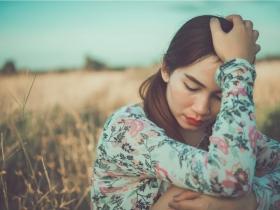 「老了,我沒用了」長輩的內疚感讓子女更心痛,要如何放下孝順的枷鎖?