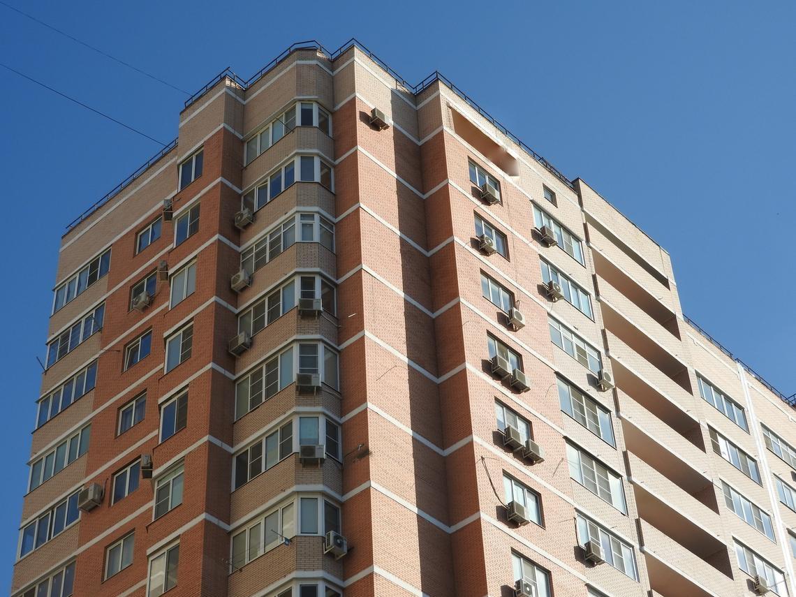 買大樓「4樓vs.頂樓」怎麼選?過來人切身之痛:下雨怕漏水、夏天變烤箱...瘋了才會住頂樓