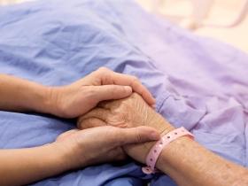 不忍老公插管受苦,婦人哭問醫師怎麼辦...人生最後的期末考:我們約好,一定要好好告別