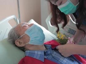 辦完生前告別式後,終能去天堂與愛妻相聚...93歲老將軍:我不恐懼死亡,逆境中更要勇敢面對