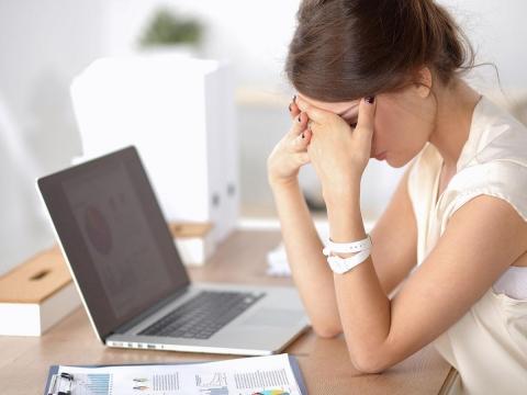 情緒不穩成隱形天花板 職場女性當心荷爾蒙減少作祟!