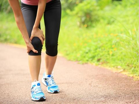 50歲爬樓梯膝蓋痛,揪出肌少症!醫師:飲食、運動雙管齊下改善