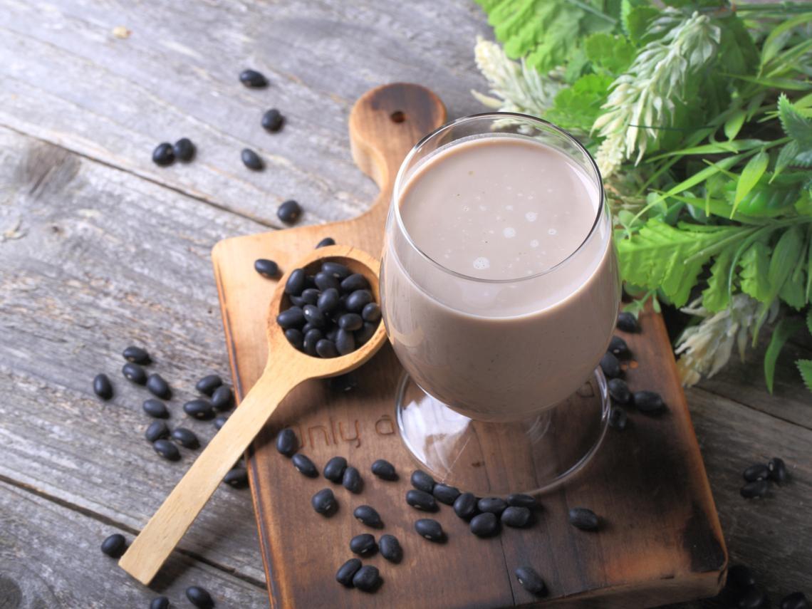 早餐這樣吃,補元氣又補體力!中醫推薦這1杯「養腎健腦飲」