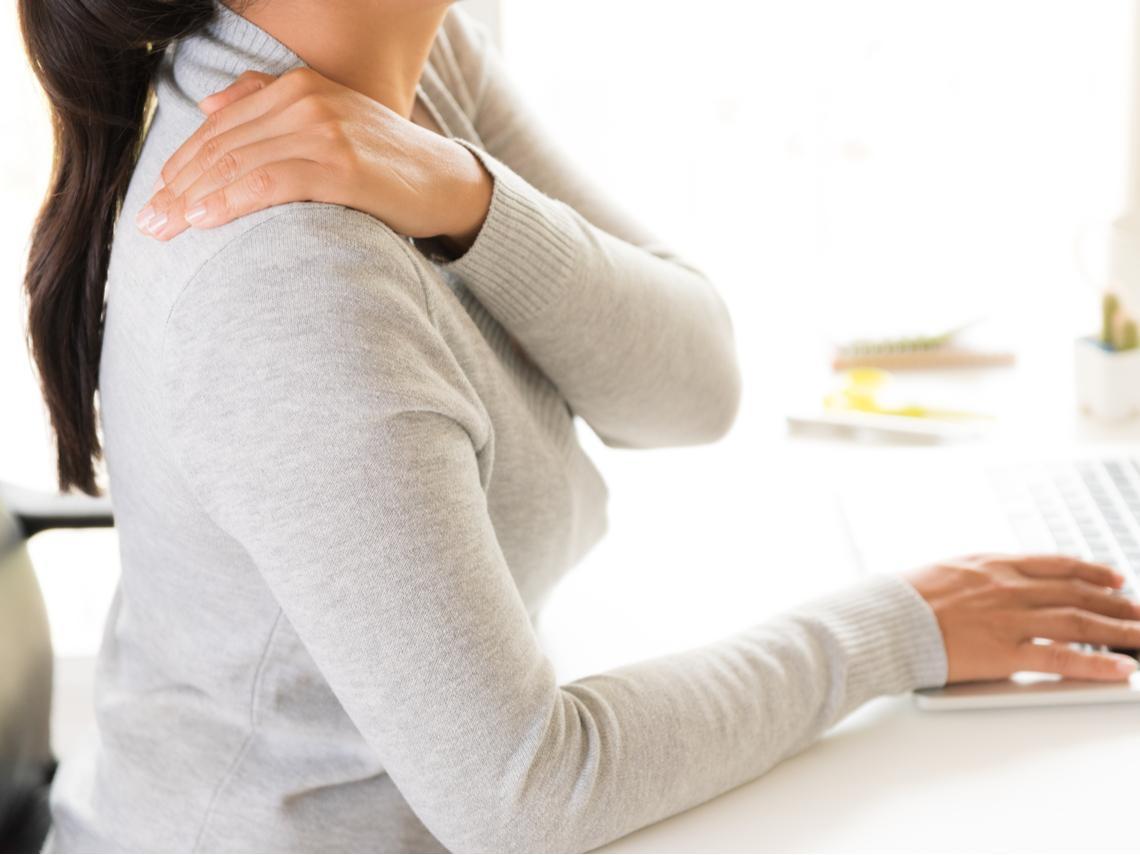 肩膀痛不一定是五十肩 注意「肩峰下夾擊症後群」3症狀