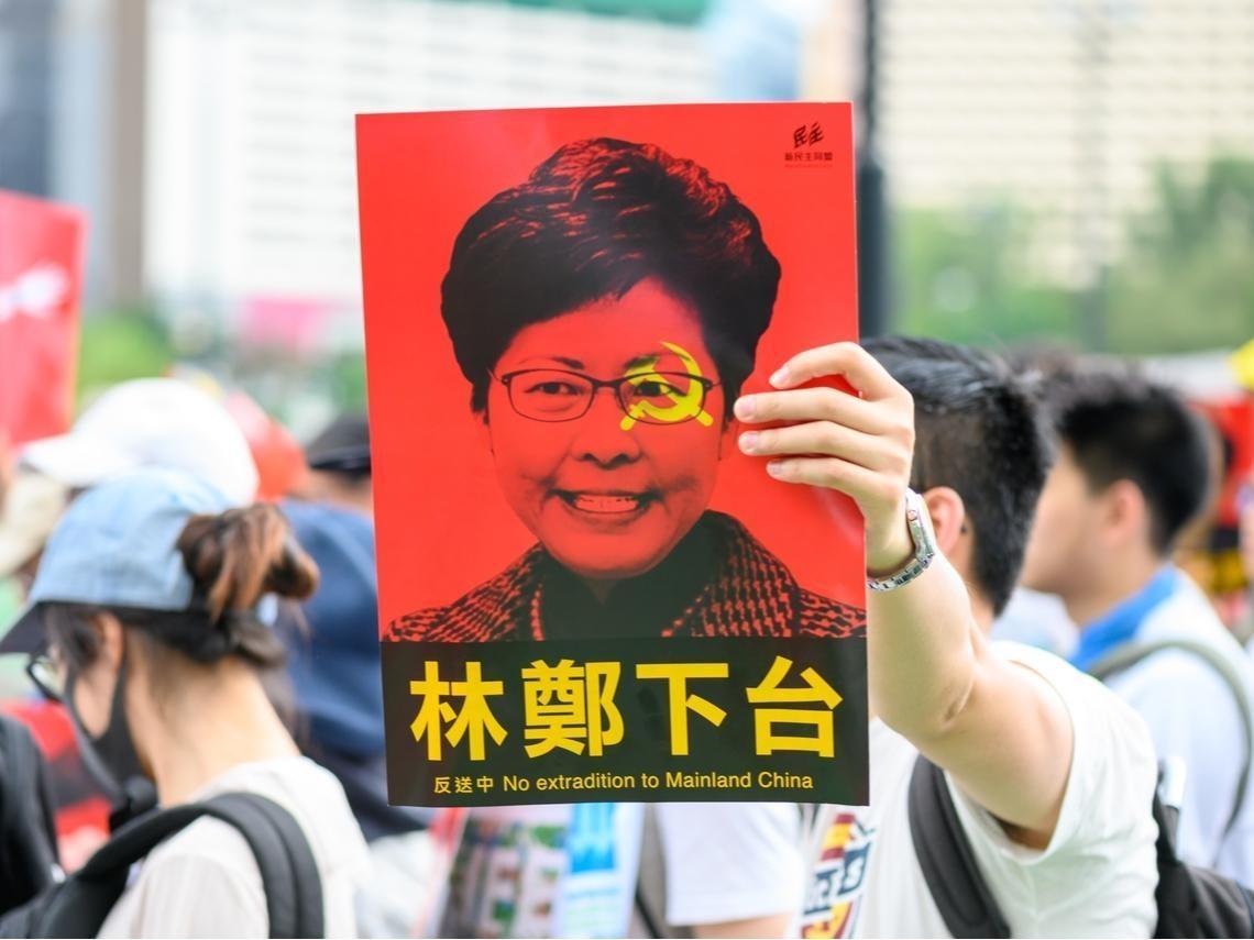 「禁蒙面法」讓北京更難搞定香港 外媒:中國未來30年內不可能統一台灣