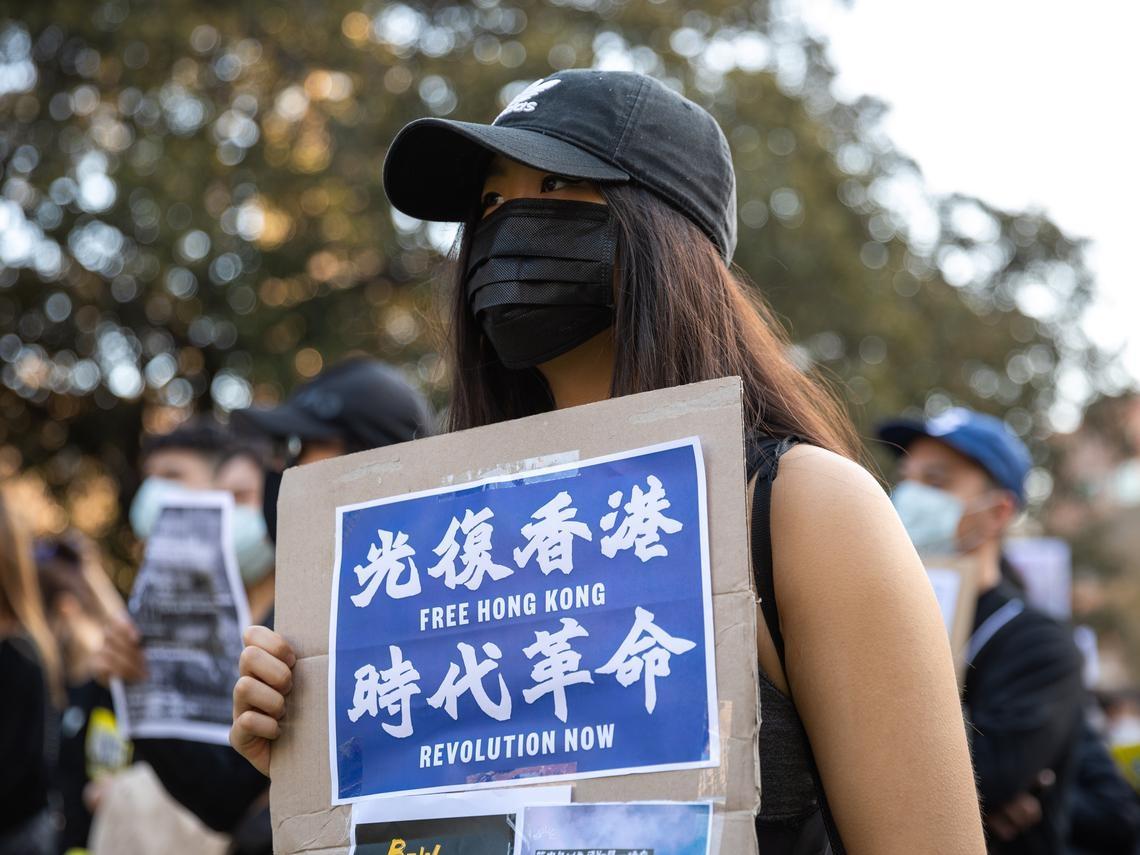 「我絕對不會自殺,如果死了一定是黑警殺的,我會努力變成鬼...」香港人競留遺書的悲哀