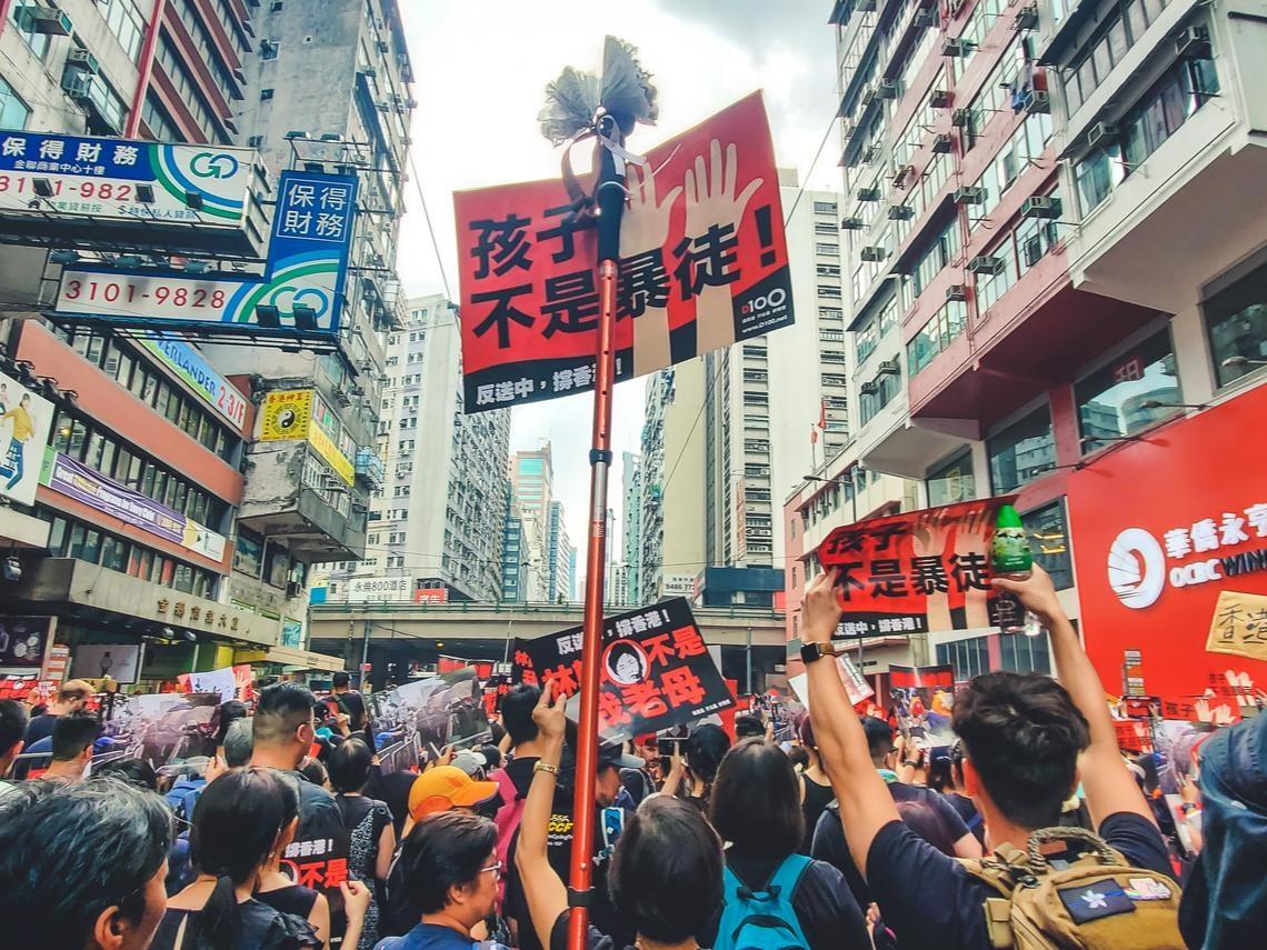 警暴、臥底、惡法、禁蒙面——烏克蘭暴政垮台前的4大錯誤,在香港接續應驗