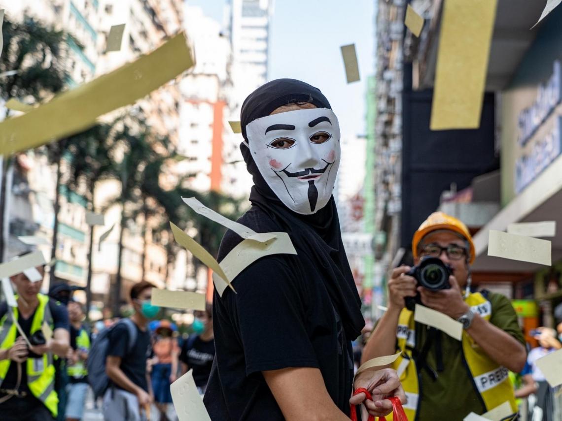「禁蒙面法」壓垮駱駝最後一根稻草?一文掌握香港三大經濟警訊