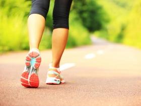 50歲後肌肉流失,慎防肌少症!醫師:補充蛋白質、阻抗型運動不可少