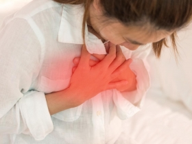 在家休息也會心肌梗塞?醫師:胸悶、胸痛4大症狀恐是前兆