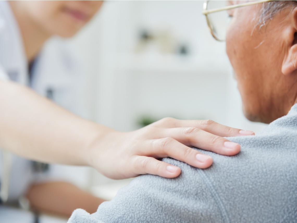食慾下降、脾氣暴躁…原來是憂鬱?醫師建議這樣做,對抗老年症候群