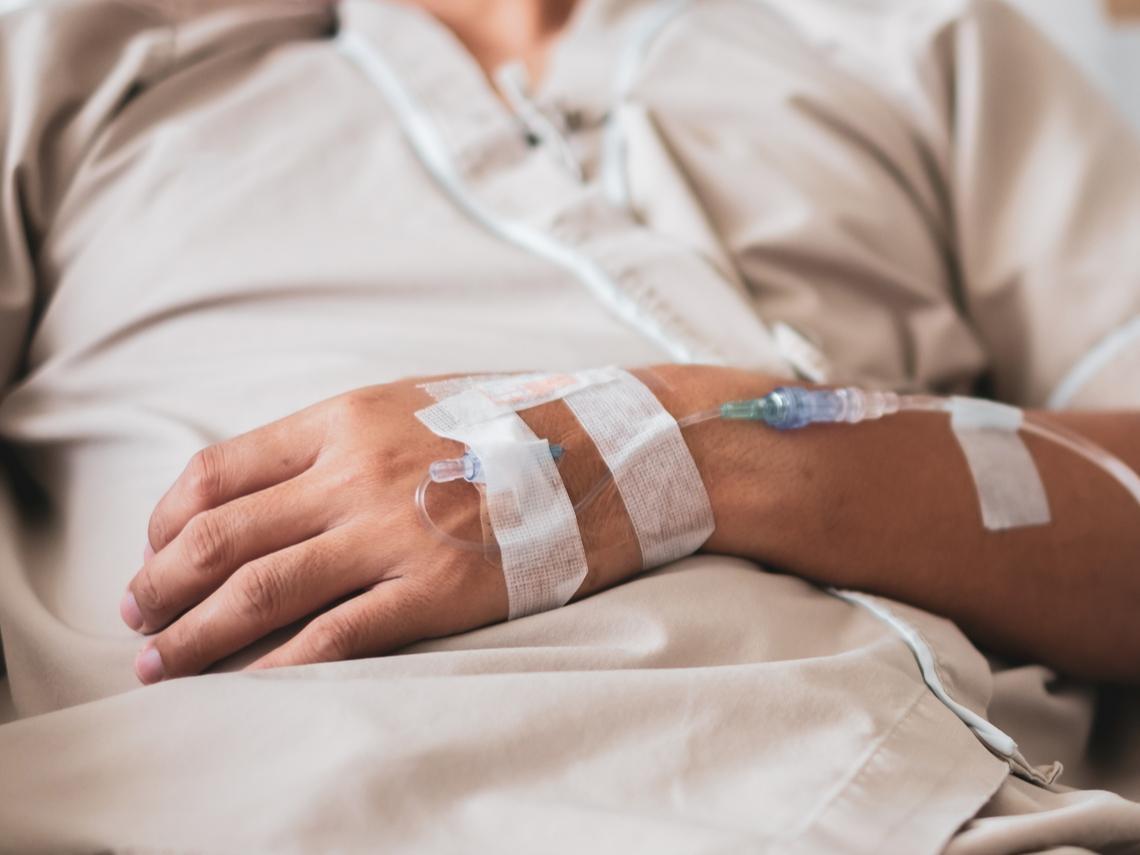 他昏迷前囑咐要善終,兒子卻堅持:「不急救,大家會說我不孝」有多少長輩,被「孝順」兩字無盡折磨中