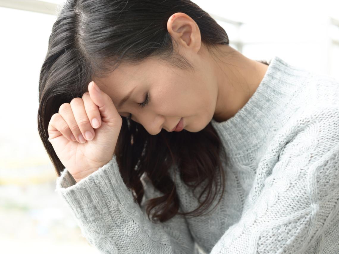 頭痛、頭暈又怕吵,讓她好困擾!醫師表列9大頭痛原因,這2種飲料喝太多也會