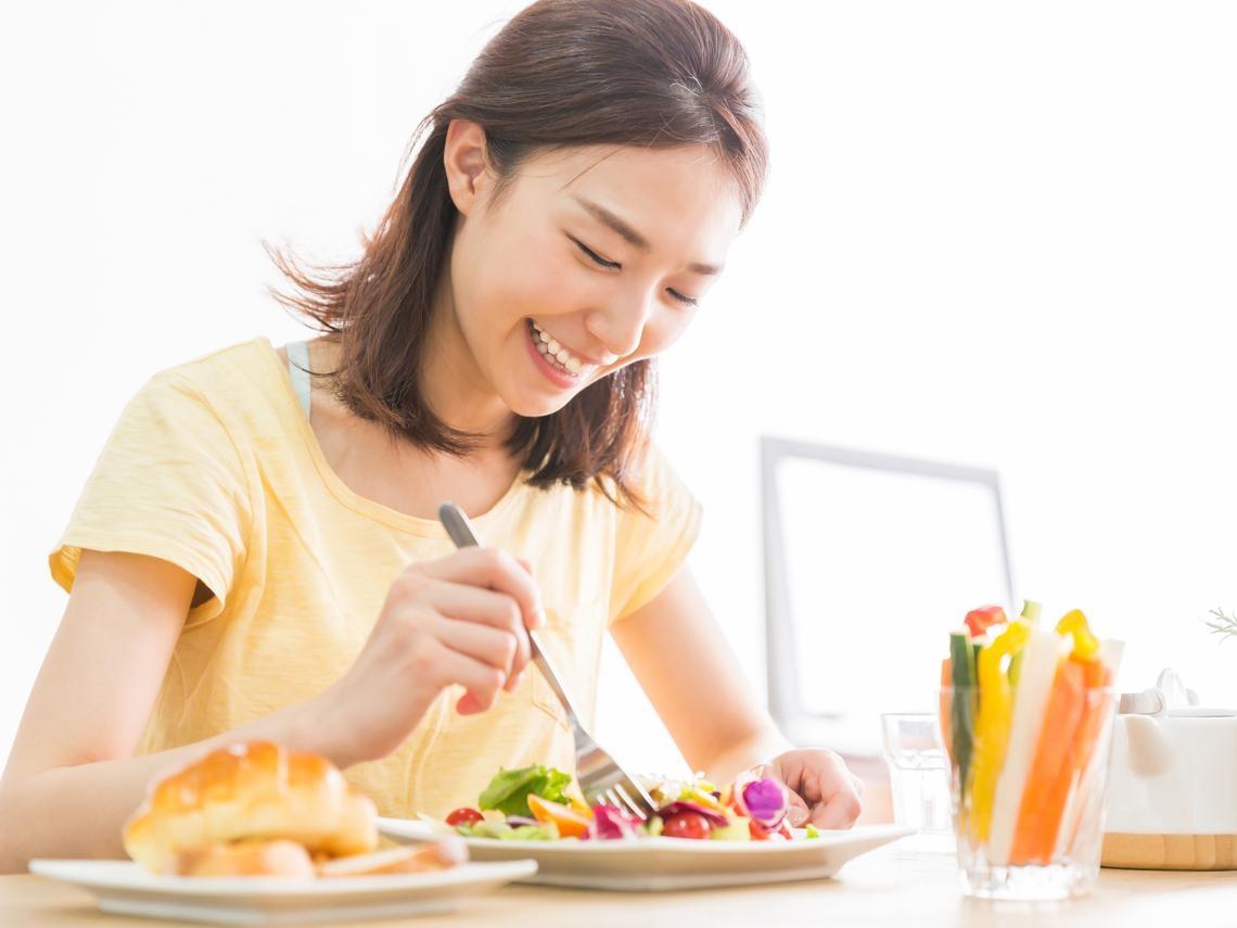 為什麼難過時就想吃「垃圾食物」?需要安慰時,你可以「這樣吃」甜食,為重返幸福做好準備