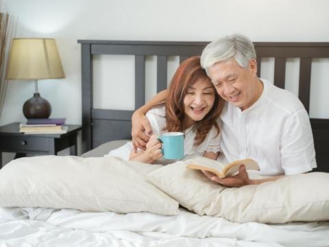 68歲喪妻後戀上52歲女老闆,「性」不合拍就分手!黃昏愉悅感,這點還是很關鍵