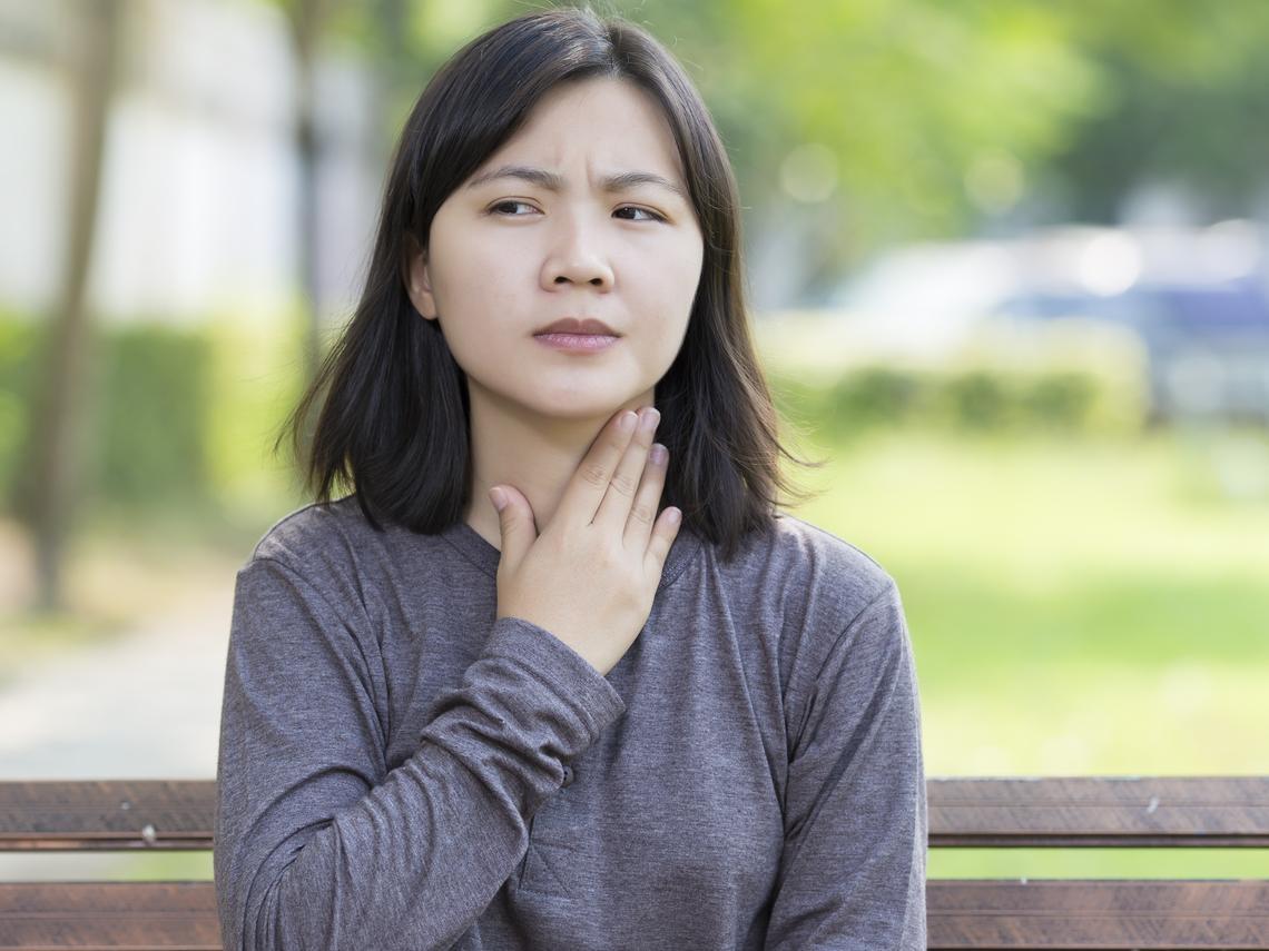 40歲後,惡性腫瘤機率增加!摸摸看,脖子出現這4個症狀,可能是癌症警訊