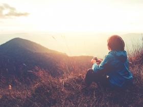 「離別」是生命美好的禮物:一輩子不長,學會勇敢大哭、擁抱所愛的人,「悲傷」讓我們心中更有愛