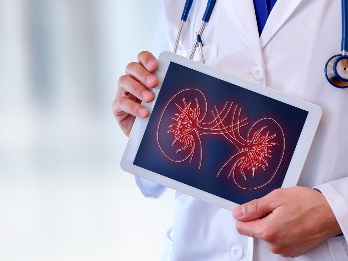 腰痛就醫發現「多囊腎」 醫師:5症狀別輕忽,病情惡化需洗腎