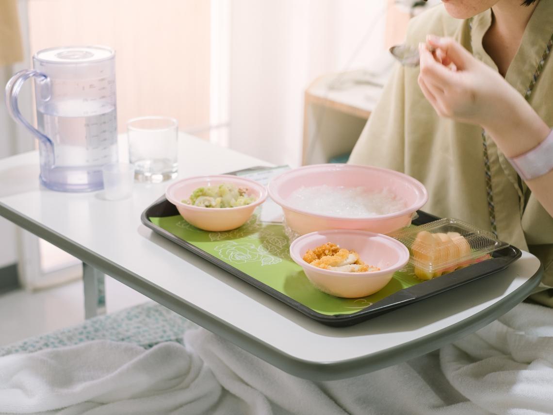 罹癌後補充體力,多喝雞湯、魚湯很營養?營養師破解迷思:「這樣吃」才能有效抗癌