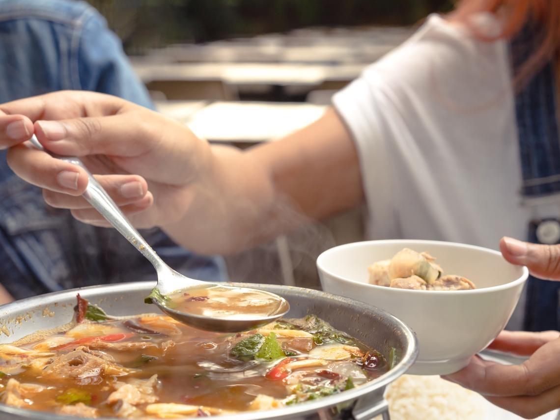 天冷喜歡喝熱湯、吃火鍋,易造成血壓飆高 醫師4招避免血壓失控