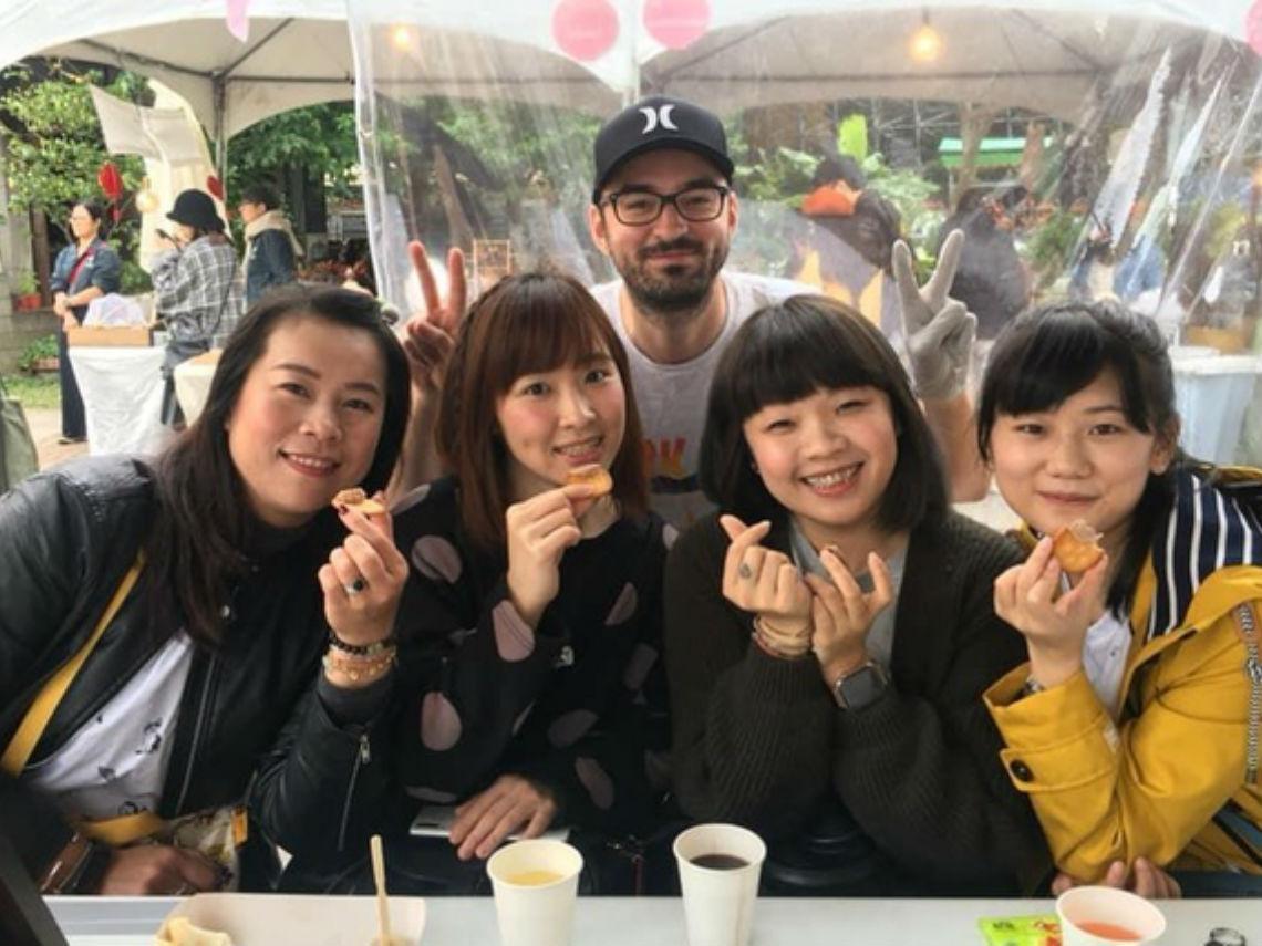 精通三國語言、瑞士金融分析師到台灣夜市賣香腸:受不了台灣員工老說「是!老闆」