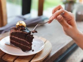 胃食道逆流會變食道癌?醫師:除了咖啡甜食,這5食物也要小心
