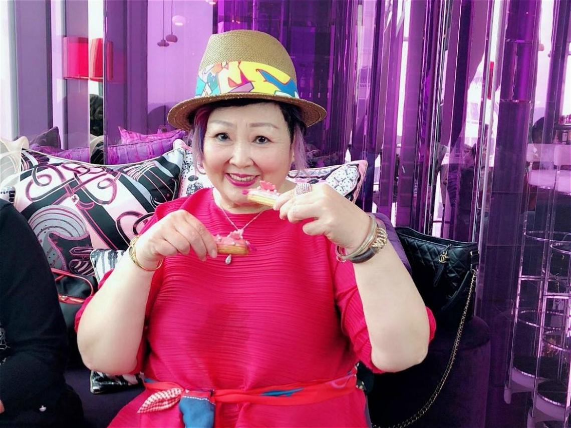 不管幾歲都要美美的!她73歲熱愛化妝打扮、交朋友,這樣活出快樂人生!