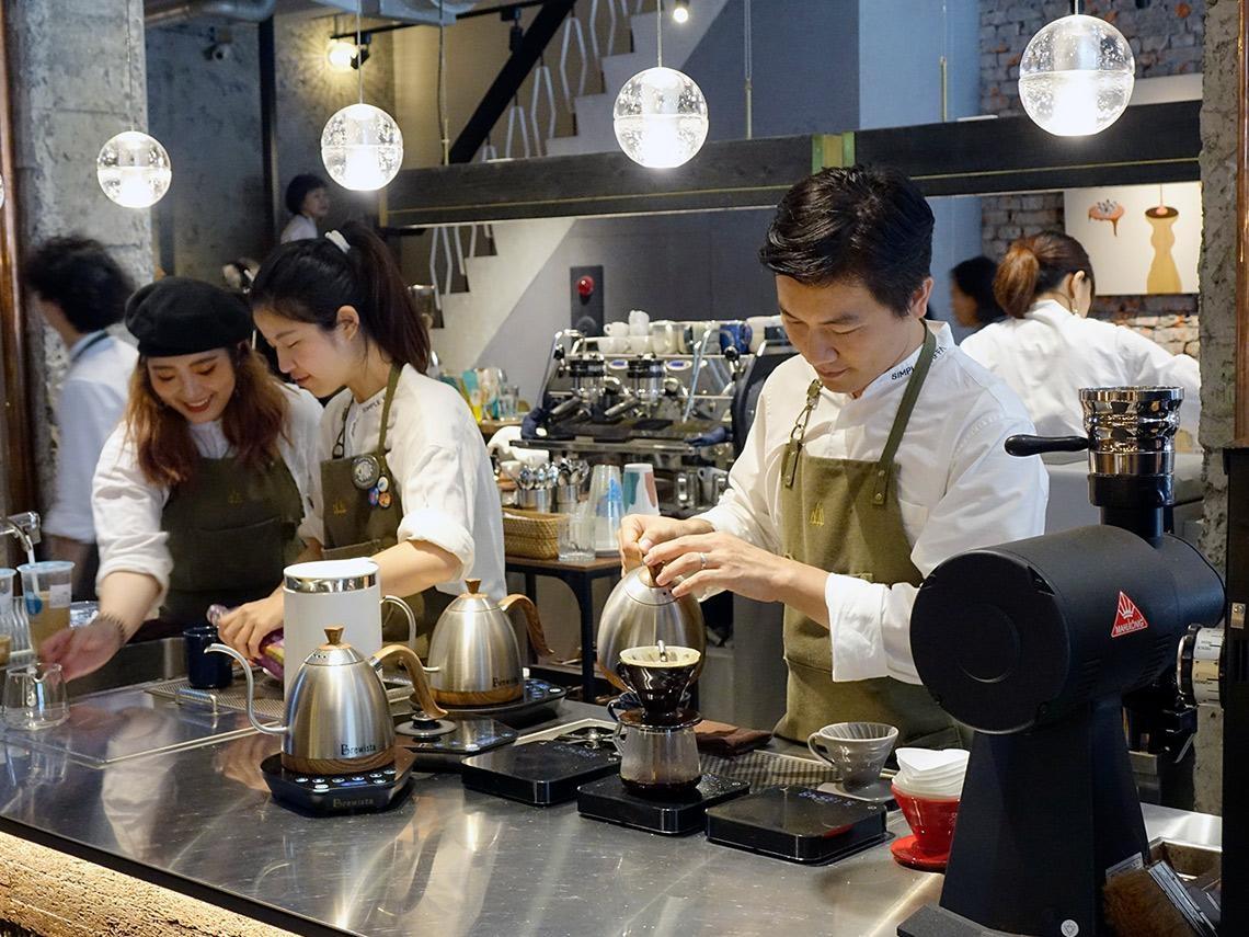 咖啡館密度全球第一、超商每秒賣13杯!直擊台灣年產值800億的「黑金」傳奇