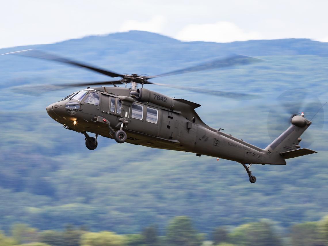 黑鷹直升機上月才傳墜毀!製造商剛接下近170億訂單、母公司是「全球軍火之王」