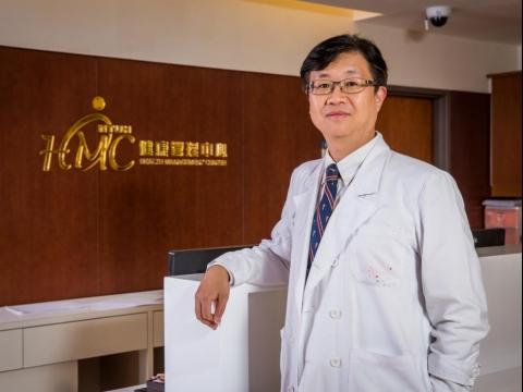 防治大腸癌不遺餘力!台大名醫邱瀚模2招維持好體力,提醒「健檢不是愈多愈好」