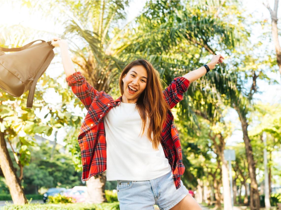 樂觀的人比較不容易生病!「3個方法」走向健康正向的幸福人生,交朋友也是其中之一