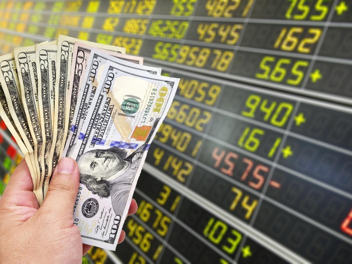 年終獎金該怎麼存?兩張圖秒懂 哪家銀行美元、新台幣優存方案最划算