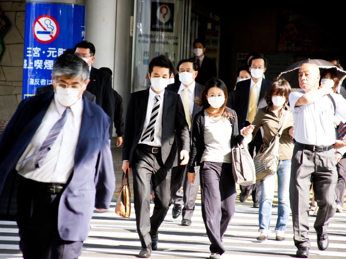 SARS爆發時,一個口罩漲到1千元!醫師:比疫情蔓延更快的,不是病毒,而是恐慌