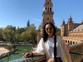 孩子長大就放他去飛,54歲的她開始為自己而活!快樂遊學歐洲、找回青春過往與夢想