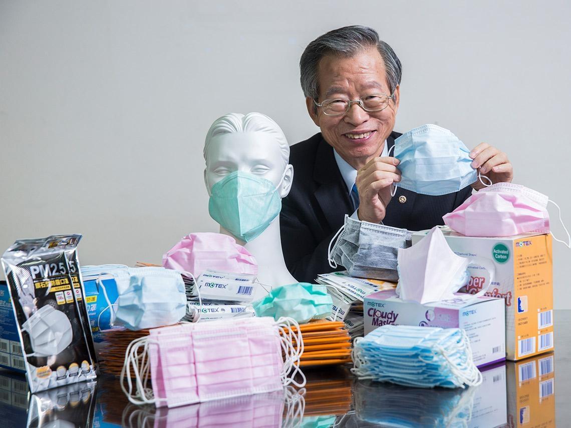 全台瘋口罩!這家手套廠憑什麼變年產1億片「口罩王」