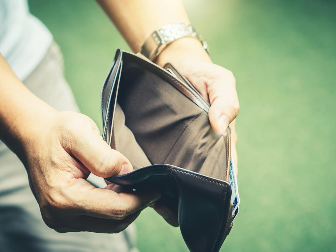 40歲後窮者越窮、富者越富!吃雞排也中槍...7種會讓人變窮壞習慣,你中了哪個?