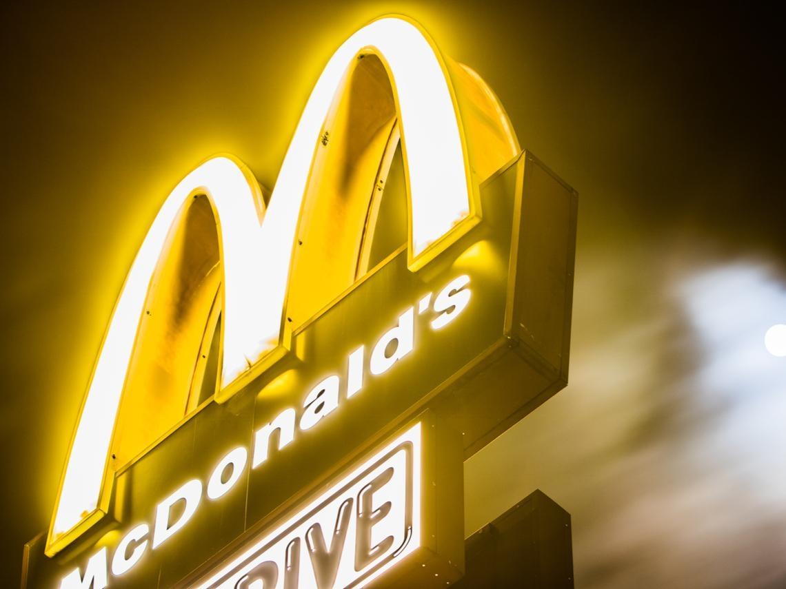 如果你以為麥當勞只靠漢堡和房地產賺錢,就太天真了...麥當勞的賺錢模式比你想得聰明多了