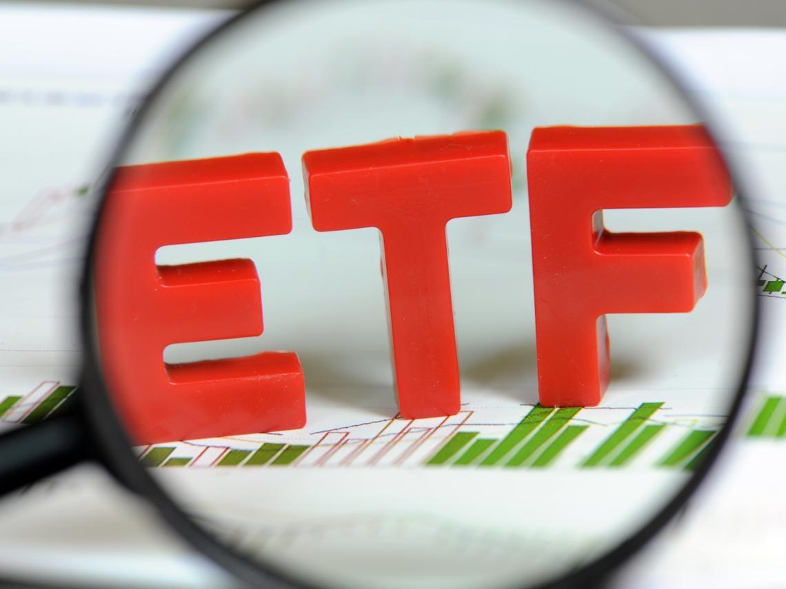 「只有3萬元,該買什麼ETF?」0056又上榜了!這6檔ETF最適合小資族長期持有