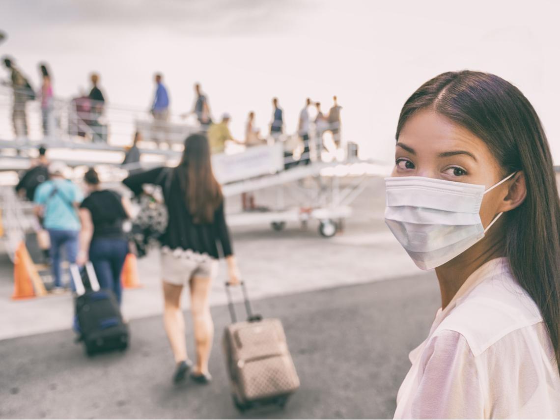 搭機防疫懶人包》飛機上的毛毯不要用!正妹空姐分享7個撇步抗病毒