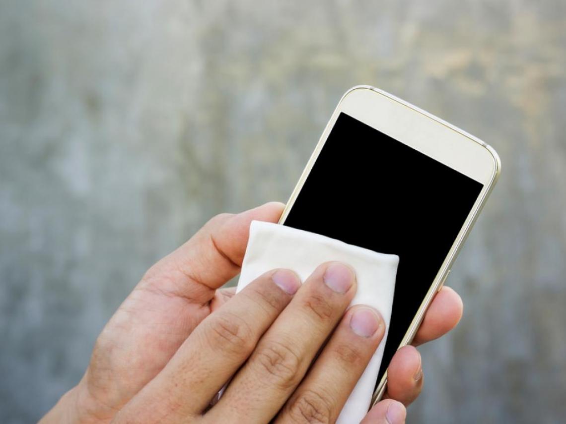 酒精消毒防疫順便擦手機? 千萬不要,除非你想換新機