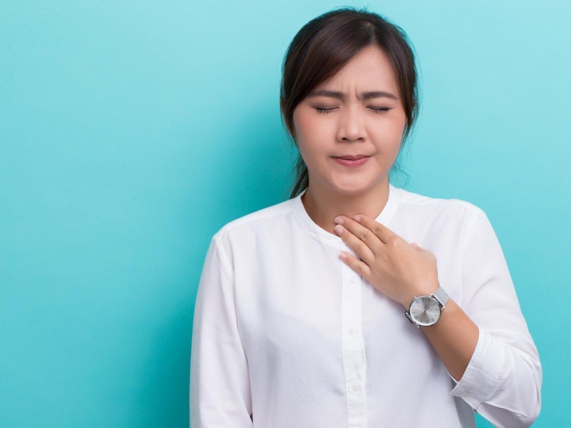 她聲音沙啞不是感冒,確診甲狀腺癌 醫師:2症狀可能是癌症警訊