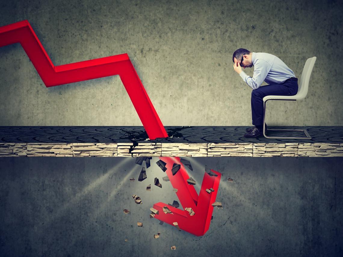 股市大跌,想逢低買進?身價230億日本神之散戶:「攤平」是最差勁的技巧,小心一路套到破產