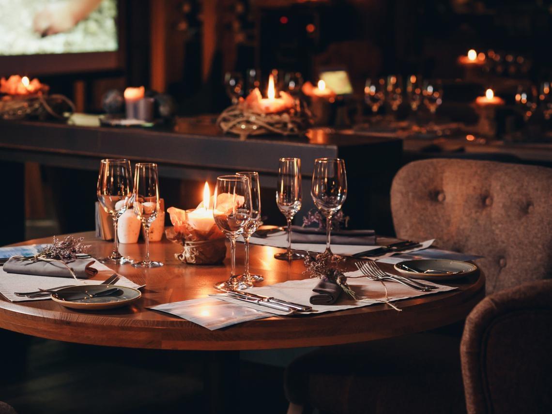 「沒有動力去賺錢時,就要去最好的餐廳吃頓飯!」2案例告訴你:有時候窮,是因為你太省了