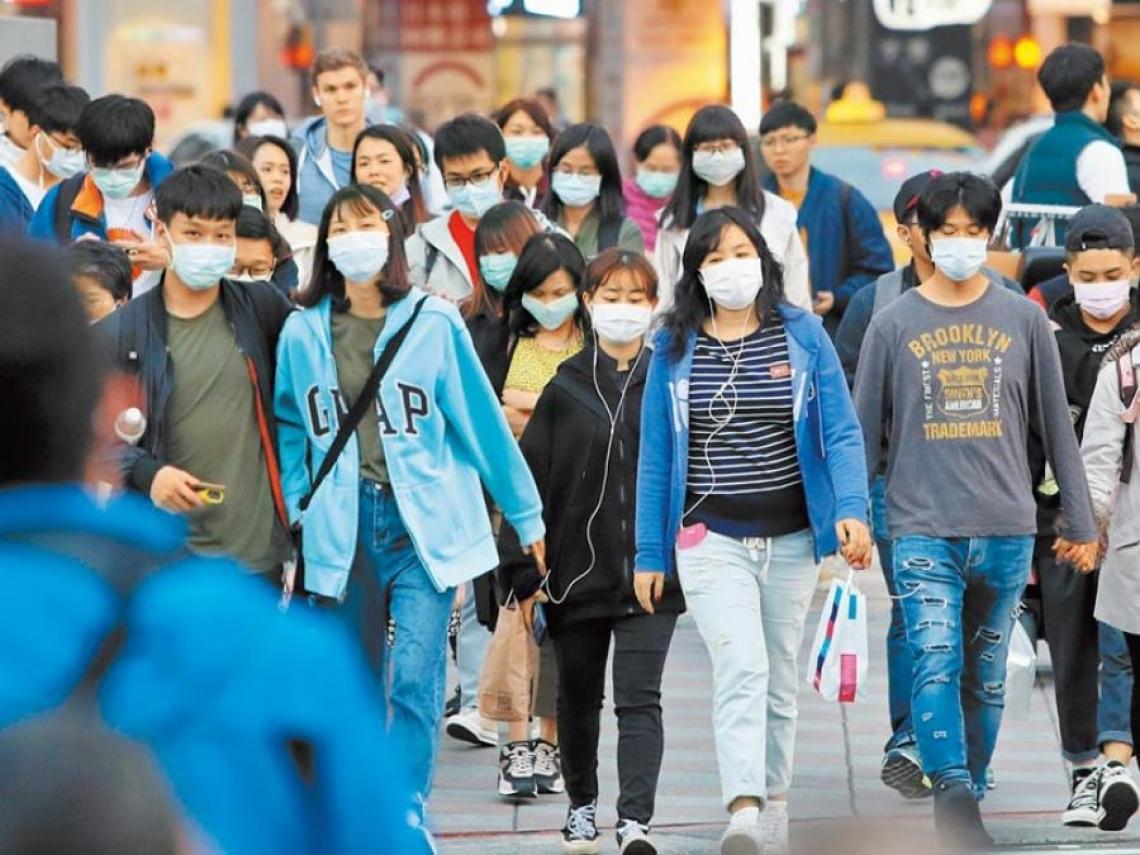 健康的人不用戴口罩恐已不適用!社區傳染瀕臨潰堤 無肺炎症狀感染者達8成