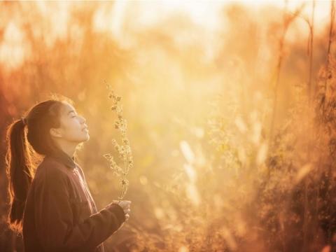 當身體病痛看不好時,該怎麼辦?她十年來求神問卜、祈禱算命,最後無論人鬼神,都給「這個」答案!