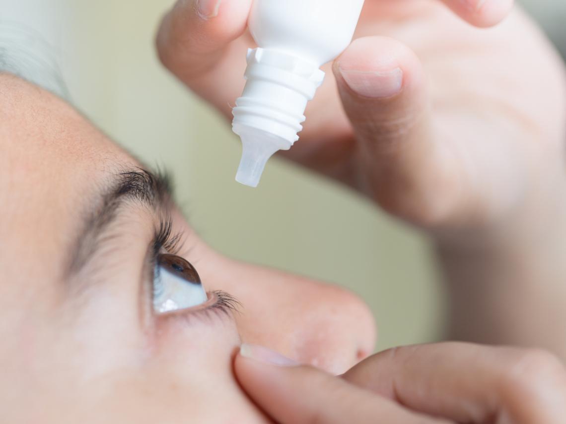 消除眼睛疲勞,吃葉黃素、點眼藥水有效?醫師:做錯小心青光眼、白內障上身