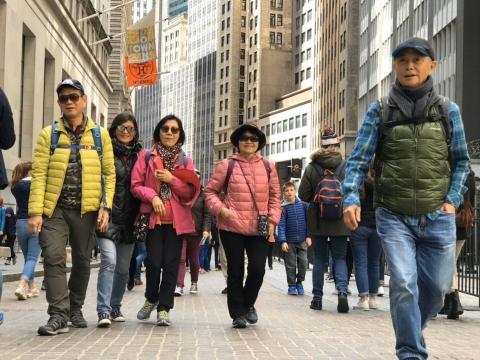 不依賴子女、獨立生活去哪都行!退休建築師熱愛自助旅行,自創流浪式玩法吸引鐵粉跟團