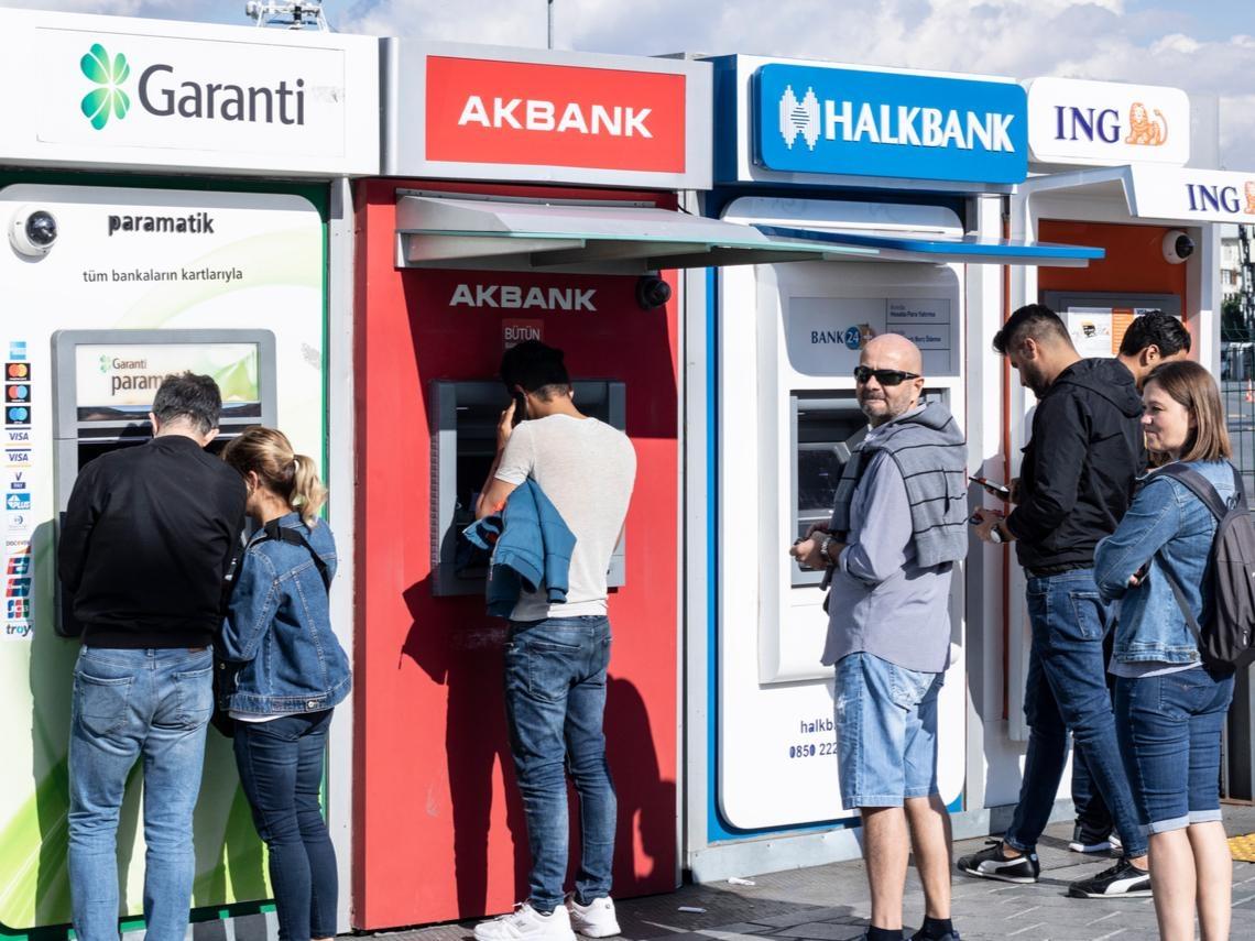 「只剩台灣能信了!」驚呆旅行團確診數...土耳其銀行總裁緊急「順時中」,500家分行員工輪替上班